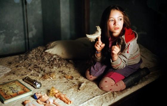 """""""Страна́ прили́вов """" (англ.  Tideland) - художественный фильм режиссёра Терри Гиллиама..."""