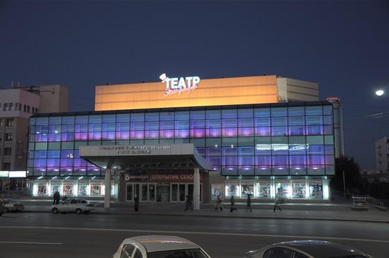 Уральский Государственный Театр Эстрады был основан в 1996 году Указом Губернатора Свердловской области Э.Э. Росселя.