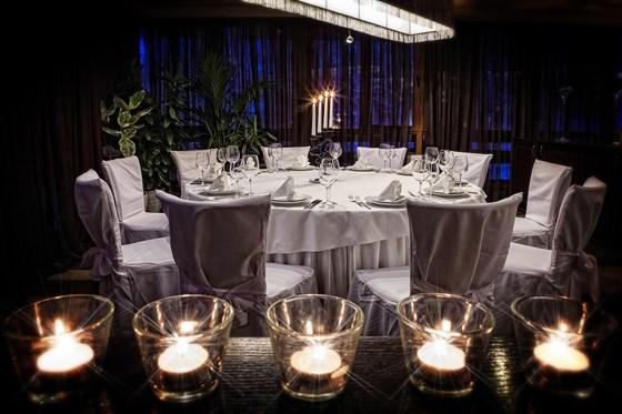 Ресторан Времена года - фотография 13 - Большой зал. Стол 10 персон